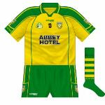 2008: New kit, same design as that used by Waterford. Hooped socks a notable inclusion.