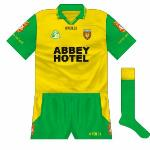2000: The Abbey Hotel took over from Donegal Creameries but otherwise the jersey was unchanged.